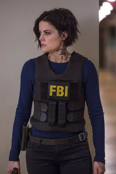 "Jaimie Alexander ( Blindspot Photo from the episode ""Balance of Might"" Wedge Hairstyles, Teen Hairstyles, Celebrity Hairstyles, Jamie Alexander Hair, Jaimie Alexander, Hair Day, New Hair, Kino Film, Celebs"