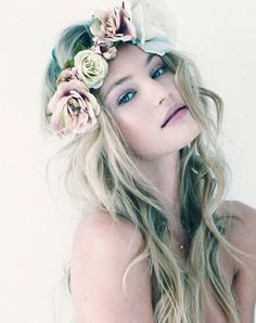 Unknown Natural Beauty Secrets from Victoria Secret Models - love the floral head piece Modelos Victoria Secret, Floral Headbands, Candice Swanepoel, Flowers In Hair, Beauty Secrets, Wedding Makeup, Her Hair, Headpiece, Bridal Headdress