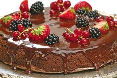 Шоколадный торт с бренди и черносливом