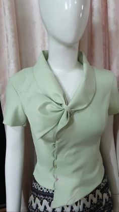 Stylish Tops For Women, Stylish Dresses For Girls, Blouse Styles, Blouse Designs, Myanmar Dress Design, Myanmar Traditional Dress, Sleeves Designs For Dresses, Corporate Attire, Stylish Blouse Design