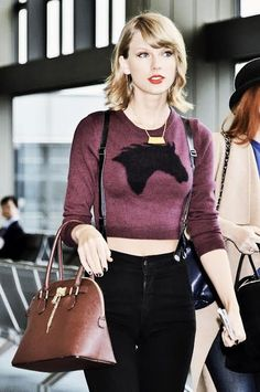 Oh haaay tay! #TaylorSwift hits Tokyo in her James Jean #courtshopbabes #shakeitoff Get it here: http://courtshop.com/store/james-aspen-black/dp/5023