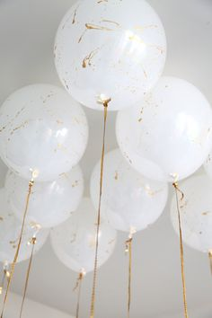 White balloons splashed with gold paint--how simple yet elegant! ZsaZsa Bellagio