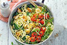 De gepofte tomaatjes zorgen voor een smaakexplosie in deze eenvoudige pasta - Recept - Allerhande