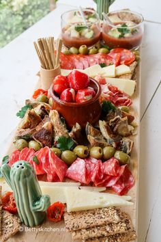 Making tapas shelf (video) Recipe Betty's Kitchen - Jarad Gurdon Appetizer Recipes, Snack Recipes, Appetizers, Healthy Recipes, Tapas Party, Snacks Für Party, Plateau Charcuterie, Gluten Free Puff Pastry, Food Platters