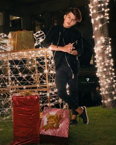 All I want for Christmas is You🌹 Merry Christmas! Cute Boy Photo, Photo Poses For Boy, Boy Poses, All I Want For Christmas, Merry Christmas, Handsome Celebrities, Teen Celebrities, My Cute Love, Photoshoot Pose Boy