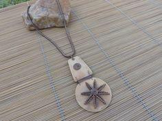 colar cobre com pingente feito de porongo e arame de cobre.