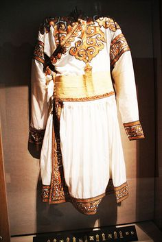 Mongolian-clothing by youthsg, via Flickr