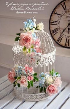 Ideas Bird Cage Centerpiece Shabby Chic Birdcage Wedding, The bird cage is both a home for the chickens and an attractive tool. You are able to select anything you need one of the bird cage models and get a great deal more unique images. Shabby Chic Crafts, Shabby Chic Homes, Shabby Chic Decor, Shabby Chic Centerpieces, Decor Vintage, Shabby Chic Flowers, Vintage Country, Bird Cage Centerpiece, Bird Cage Decoration