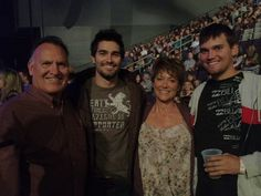 Tyler and Tanner Hoechlin with their parents :)