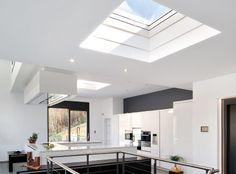 Ventanas para techo plano VELUX – luz y aire fresco en edificios con techo plano