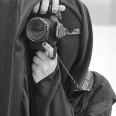 Ne başını kapat , altını göster  altını kapat ,üstünü göster  HEPSİNİ  KAPAT ,İMANI GÖSTER.❤❤ Hijab Niqab, Muslim Hijab, Arab Girls Hijab, Muslim Girls, Beautiful Muslim Women, Beautiful Hijab, Hijabi Girl, Girl Hijab, Hijab Hipster