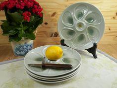 2 assiettes à huîtres pour 6 coquillages de la célèbre faïencerie de Salins France   Disponibilité : 5 assiettes    Made in France 1950 de la boutique LovelyFrance sur Etsy