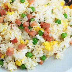 Spam Fried Rice - A simple local style method for making fried rice! (*LG - Not the most flavorful fried rice I've had, but still tasty! Spam Recipes, Rice Recipes, Cooking Recipes, Healthy Recipes, Healthy Drinks, Spam Fried Rice, Making Fried Rice, Hawaiian Dishes, Hawaiian Recipes