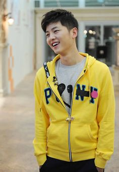 Song Joong Ki, after your service, go back onto running man please oppa Korean Variety Shows, Korean Shows, Daejeon, Asian Actors, Korean Actors, Dramas, Running Man Korea, Soon Joong Ki, A Werewolf Boy