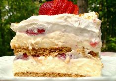 This recipe for Strawberry Cream Cheese Icebox Cake makes a beautiful dessert of layered graham crackers, cheesecake pudding, and strawberries. Strawberry Icebox Cake, Strawberry Desserts, Strawberry Banana, Strawberry Shortcake, Strawberry Cream Cheese Pie, Strawberry Delight, No Bake Desserts, Just Desserts, Dessert Recipes