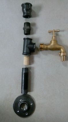 Geschenke kobieta w akcji: Nalewak, dystrybutor do alkoholu How much water does a lawn really need? Diy Bar, Diy Home Bar, Bars For Home, Whiskey Dispenser, Alcohol Dispenser, Drink Dispenser, Woodworking Projects Diy, Diy Wood Projects, Handyman Projects