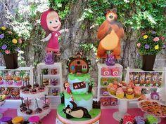 Mesa de dulces Masha y el oso Bear Birthday, 3rd Birthday Parties, 2nd Birthday, Marsha And The Bear, Candy Bar Party, Cupcake, Bear Theme, Bear Party, Ideas Para Fiestas