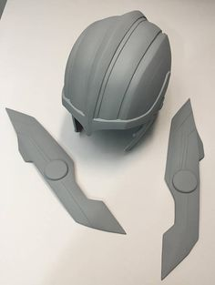 Thor Ragnarok Gladiator Helmet  Fiberglass fan-made replica   1:1 Scale One-sized fits to 22  - 24  3 part raw cast helmet.  Pre-primed cast, ready to paint!  No sanding needed.   Great for cosplay or as a display piece.