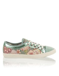ui Canvas Sneakers, Vans Classic Slip On, Shoes, Fashion, Spirit, Branding, Taschen, Moda, Shoe