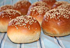 Hamburger zsemle Vicikó konyhájából Baking Recipes, Bread, Food, Burgers, Cooking Recipes, Hamburgers, Brot, Essen, Baking