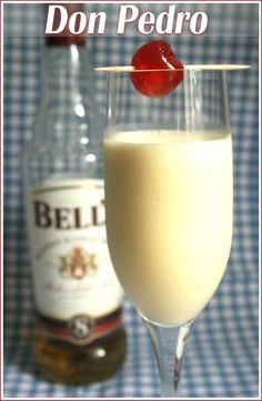 A don pedro is a truly South African dessert in a glass - basically an alcoholic milkshake for grown-ups! Quick to make and delicious to drink! Alcoholic Milkshake, Milkshake Recipes, Milkshakes, South African Desserts, South African Recipes, Dessert Drinks, Yummy Drinks, Best Vanilla Ice Cream, Desserts In A Glass