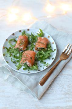 Kerst: zalmrolletjes met rucola Feel Good Food, Love Food, Tapas, Deli Food, Sandwiches, Xmas Dinner, Cooking Recipes, Healthy Recipes, Healthy Tips