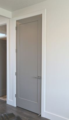 Choosing Interior Door Styles and Paint Colors: Trends Door color is Sherwin Williams Dovetail. - Add Modern To Your Life Interior Door Colors, Grey Interior Doors, Interior Door Styles, Painted Interior Doors, Grey Doors, Interior Trim, Interior Modern, Door Design Interior, 2 Panel Interior Door