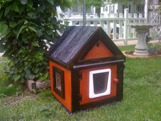 How to build a diy insulated outdoor cat shelter catster large warm insulated outdoor cat house homes for feral the best heated cat beds in … Heated Cat House, Heated Outdoor Cat House, Outdoor Cat Shelter, Heated Cat Bed, Outdoor Cats, Outdoor Living Rooms, Cat Condo, Pet Life, Pet Beds
