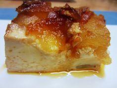 PASTEL DE MANZANA 2 Manzanas reineta 1 bote de leche condensada 200 ml. de leche 5 huevos 200ml de nata (crema de leche) líquida Un chorrito de coñac Canela en rama 4 cucharadas de azúcar Caramelo para el molde