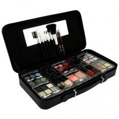 Cette Mallette de Maquillage Gloss vous propose un assortiment complet de 54 pièces cosmétiques et applicateurs. (Livraison sous 7-10 jours)