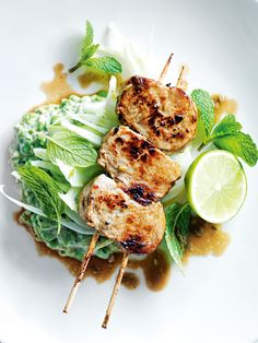 mustard and fennel pork skewers with pea hummus Skewer Recipes, Spicy Recipes, Healthy Dinner Recipes, Chicken Spices, Pork Skewers, Kebabs, Hummus Ingredients, Bbq, Chicken