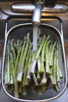 A Summer Bonfire Feast -- Apartment Therapy Gatherings Bonfire Food, Veggie Bbq, Summer Bonfire, Bbq Ideas, Dinner Dishes, Grilling Recipes, Apartment Therapy, Asparagus, Delish