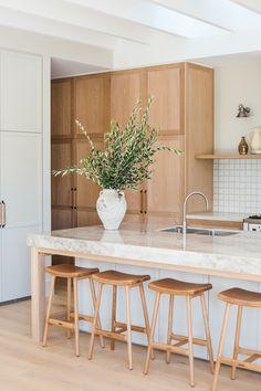 Modern Kitchen Island, Modern Farmhouse Kitchens, Open Plan Kitchen, Kitchen Island Decor, Home Decor Kitchen, Interior Design Kitchen, Home Kitchens, Scandinavian Kitchen Counters, Scandinavian Kitchen Renovation