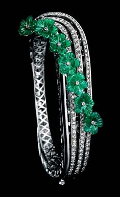 MINAWALA Festival of Emeralds collection bracelet in white gold with diamonds and green agate.