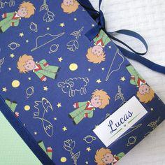 Olha que fofura! Um personalizado da Patricia, da Lovely Paper (https://www.facebook.com/lovelypaperbrasil). Tecido Panolatras - Estampa Amigo - :)