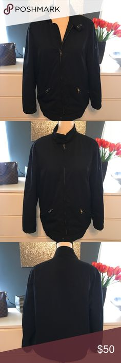🎉Host pic🎉Banana Republic Poly coat w filling 20 inches wide armpit to armpit. 27 inches long.Looks brand new. Polyester coat, filled. ❤️Take a look at our entire store  ❤️ We ship within 24 hours  ❤️100% customer satisfaction rating  ❤️Customer service always here to help  ❤️Send us offers, we love Bundles also. ❤️We are an Online Clothing Company  Thanks for shopping at DuttyKangaroo. You are appreciated! Banana Republic Jackets & Coats Trench Coats