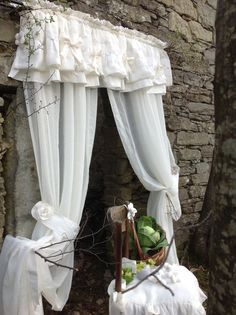 New bedroom window dressing shabby chic cottage style Ideas Shabby Chic Antiques, Shabby Chic Kitchen, Shabby Chic Cottage, Shabby Vintage, Shabby Chic Homes, Shabby Chic Decor, Cottage Style, Shabby Chic Curtains, Country Curtains