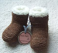 Adorable knitted baby boots