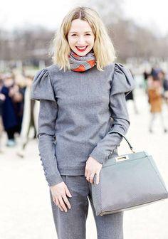 Le foulard : toujours pendu à votre cou : Pour dénoter un look ton sur ton