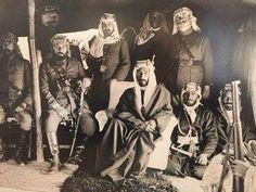 الملك فيصل الاول العقبة في عام 1918 مع جعفرالعسكري ومولود مخلص