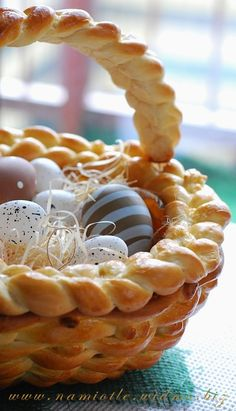 Beautiful Basket for Easter (plait a little different)  Translate from Polish to English
