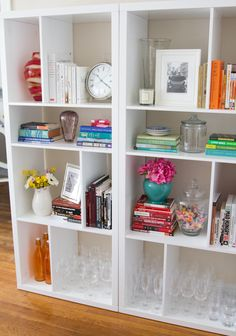 Styling a Bookshelf: Color coordinating books makes it visually more appealing, fresh flowers and framed cards, fill pretty glass jars with colorful candy Living Room Inspiration, Home Decor Inspiration, Styling Bookshelves, Bookcases, Home Organization, Organizing Books, Pretty Room, Decoration, Home Crafts