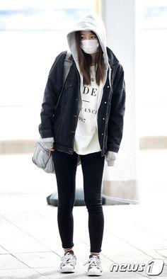 [Photo News] K-Pop stars airport fashion - EXID