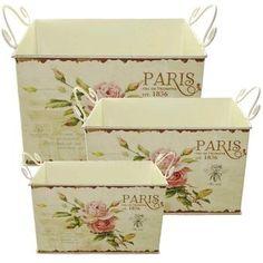 Lindo conjunto de 3 cachepôs de metal que você pode usar como porta objetos, organizador, porta papel no banheiro ou como cachepô de flores. A estampa é colada em papel