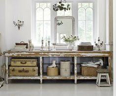 Counter Table -  LOTS of Vintage Goodness going on here! #vintage #homedecor #suitcases