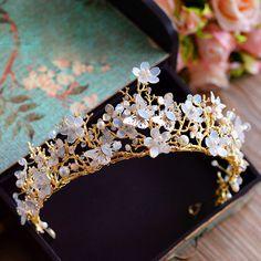 لیغTeaching with the lowest cost? Wedding Hair Accessories, Jewelry Accessories, Fashion Accessories, Fashion Jewelry, Cute Jewelry, Hair Jewelry, Bridal Jewelry, Mode Rose, Princess Jewelry