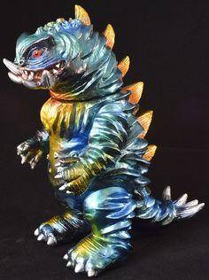 Yamomark Bogura painted by Mount Studio. Monster Toys, Japanese Toys, Toy Art, Vinyl Toys, Godzilla, Vinyl Figures, Resin, Weird, Lion Sculpture