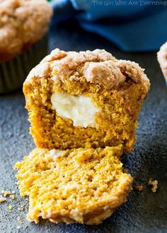 Pumpkin Cream Cheese Muffins - hands down one of my favorite fall pumpkin recipes ever! Baking these makes the house smell incredible! Pumpkin Cream Cheese Muffins, Pumpkin Cream Cheeses, Cheese Pumpkin, Pumpkin Recipes, Fall Recipes, Pumpkin Deserts, Yummy Recipes, Keto Recipes, Vegetarian Recipes