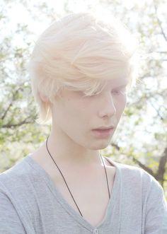 Tags mais populares para esta imagem incluem: boy, albino, white, hair e albinism