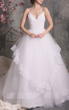 large_christian-siriano-white-layered-tulle-gown.jpg (1598×2560)
